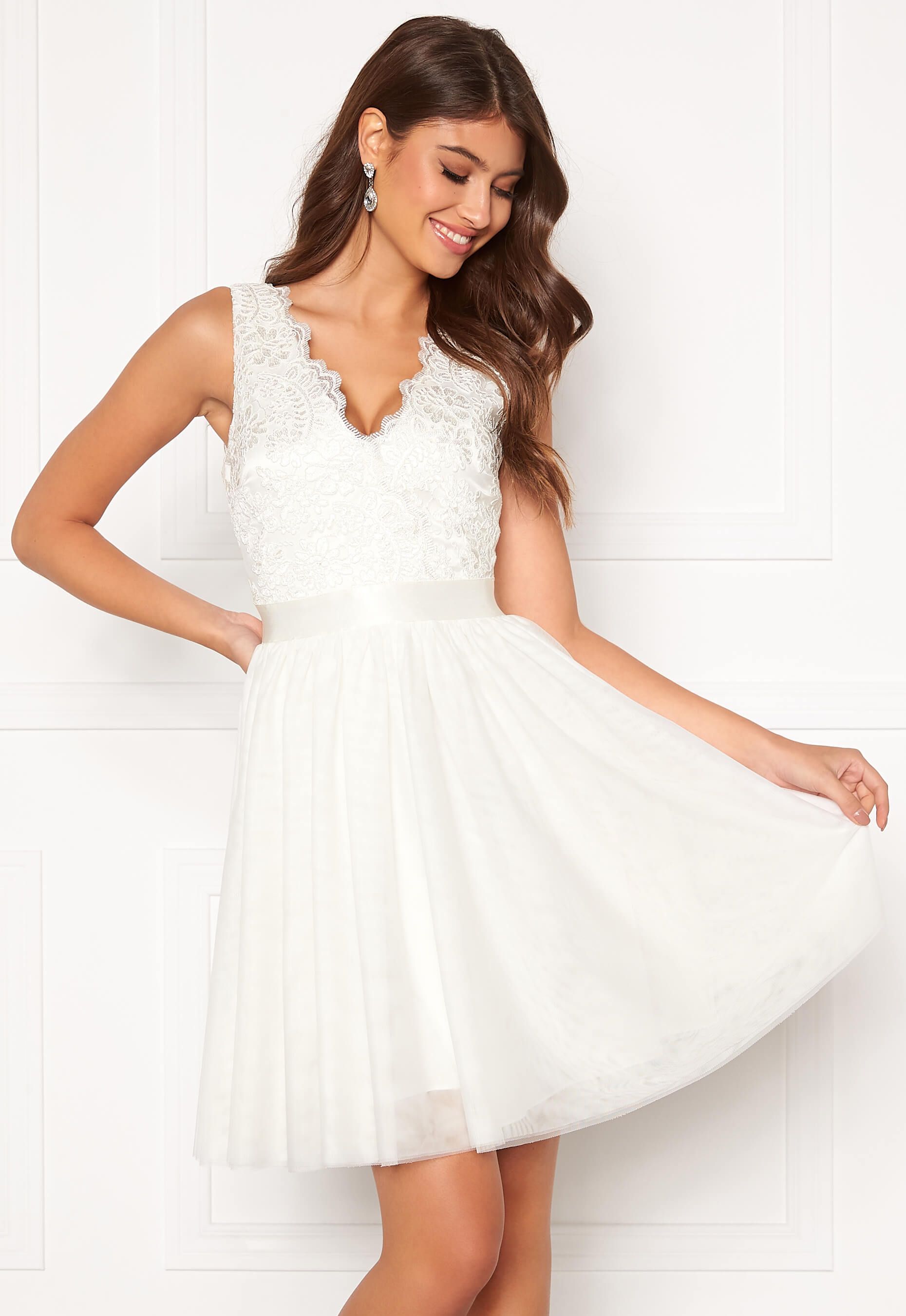 Studentklänningar 2020 → (GUIDE): 50 snygga vita klänningar