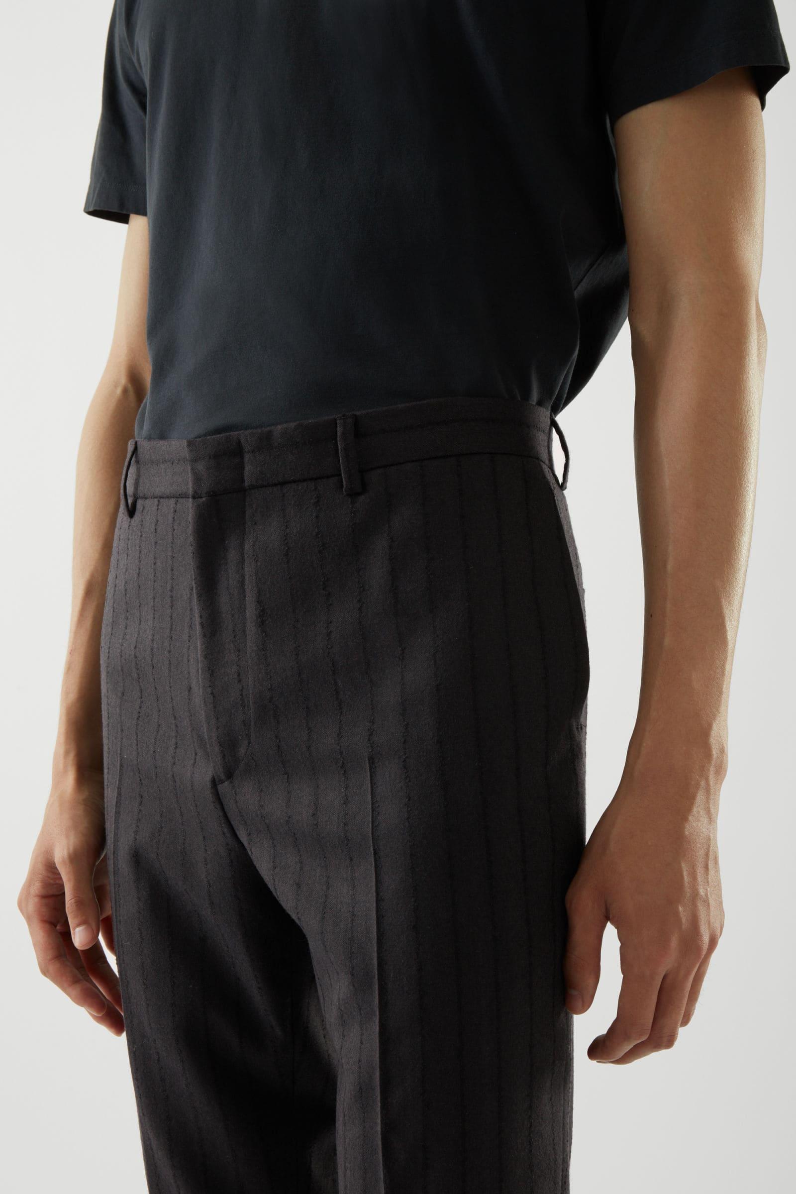 Svarta kostymbyxor till studentkavaj för herr